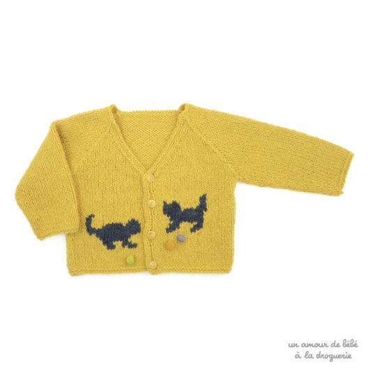 On tricote un joli cardigan facile pour bébé | La Droguerie
