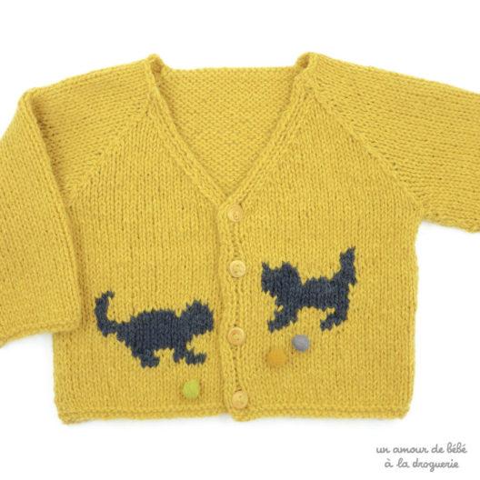 Tricoter un cadeau de naissance avec ce joli cardigan | La Droguerie