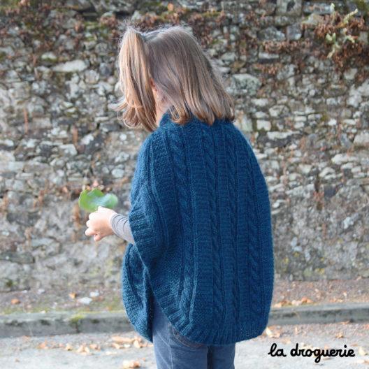 Poncho à torsades pour fillettes à tricoter | La Droguerie