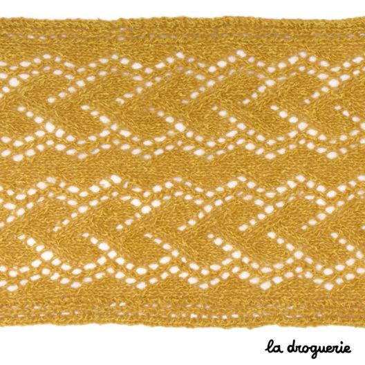 Zoom sur le motif ajouré de l'écharpe Rue Bellecour La Droguerie